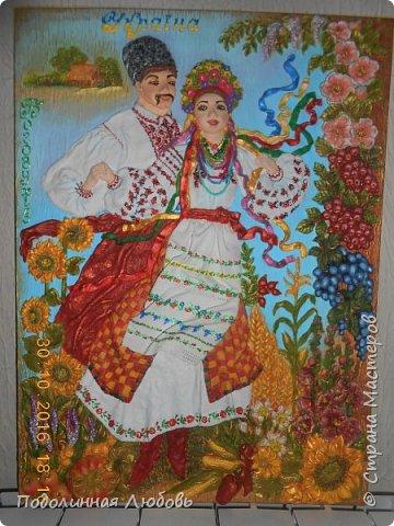 Друзья, это панно не просто продукт воодушевления. Глава районной администрации попросил меня сделать памятный подарок друзьям полякам. Сегодня 7 ноября 2016 года  наша делегация, пребывая в Польше с дружественным визитом, подписали договор о сотрудничестве. Полагаю, что мое панно уже подарено. Я счастлива, что и я причастна к этому событию. В этом панно вся красота моей Украины! фото 12