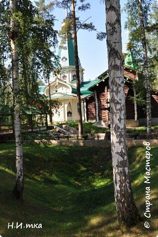 Место, именуемое «Ганиной Ямой», хорошо известно не только в Екатеринбурге, но и на всей территории России. Сегодня это удивительное место является одним из самых популярных объектов Урала. Сюда съезжаются не только православные верующие, но и множество туристов, интересующихся  историей России. Вот и мы с группой пенсионеров побывали там на экскурсии. фото 6
