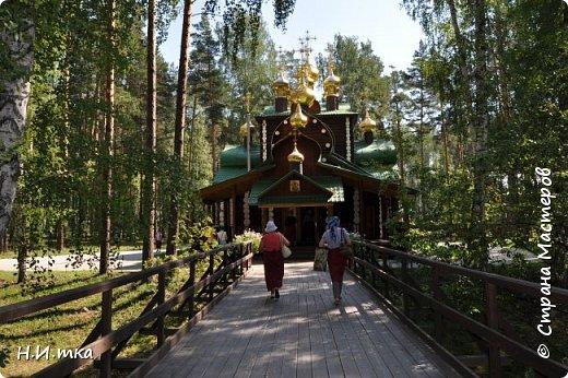 Место, именуемое «Ганиной Ямой», хорошо известно не только в Екатеринбурге, но и на всей территории России. Сегодня это удивительное место является одним из самых популярных объектов Урала. Сюда съезжаются не только православные верующие, но и множество туристов, интересующихся  историей России. Вот и мы с группой пенсионеров побывали там на экскурсии. фото 15