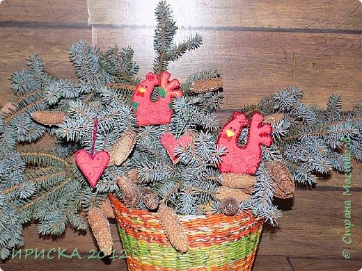 Доброго времени суток жители Страны Мастеров!!! Я к Вам с простенькими работами, ловлю новогоднее вдохновение!!! Давно собралась сделать кашпо для сухоцветов, в процессе создания захотелось мне шишек маленьких наклеить, получилось такое вполне новогоднее. фото 13
