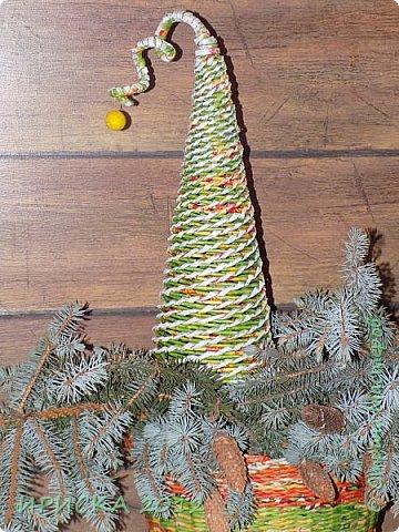 Доброго времени суток жители Страны Мастеров!!! Я к Вам с простенькими работами, ловлю новогоднее вдохновение!!! Давно собралась сделать кашпо для сухоцветов, в процессе создания захотелось мне шишек маленьких наклеить, получилось такое вполне новогоднее. фото 9
