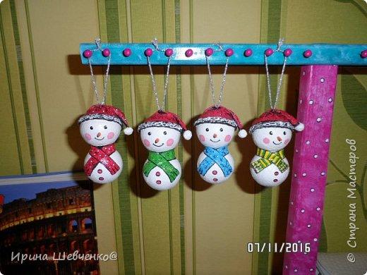 Девочка, снеговики, ёлки. фото 5