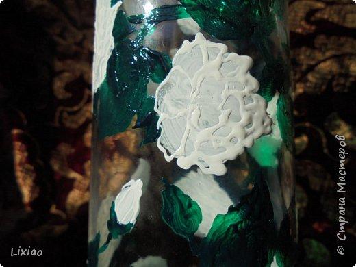 Здравствуйте, гости странички! К сожалению, фотография не передает 100% вид предметов. Ваза очень хрупко выглядит в действительности. Идея была очень проста: вьющиеся белые розы. А это итог работы. фото 7
