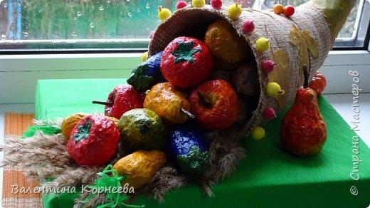 Увидела когда-то МК корзинки с фруктами Dose_of_death, и тоже решила сделать что-нибудь подобное. А тут и праздник осени подоспел- самое время для такой поделки.  Вот что у нас получилось: фрукты фото 6