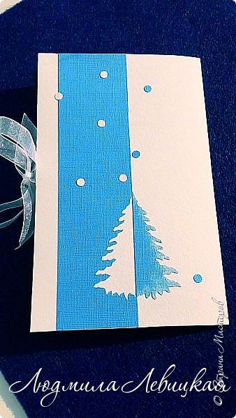 Здравствуй, Страна! Родилась третья открытка к Новому году... Опять в сине-голубых тонах. (Что-то меня потянуло на голубое....). Основа-бумага для акварели+белый кардсток, акриловые краски голубого и белого цвета. Идею подсмотрела где-то в интернете, но добавила много своего. Вот что получилось... фото 6