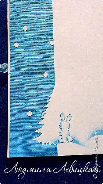 Здравствуй, Страна! Родилась третья открытка к Новому году... Опять в сине-голубых тонах. (Что-то меня потянуло на голубое....). Основа-бумага для акварели+белый кардсток, акриловые краски голубого и белого цвета. Идею подсмотрела где-то в интернете, но добавила много своего. Вот что получилось... фото 4
