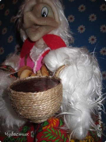 Доброго Всем времечка!!!!!!! Ну вот он Огненный петух - а значит всегда горячий чай, конечно это первенец есть то, что скорректировать, ну на следующих учтём..... Ну и конечно мой первенец подвергся уже домашней критики, надеюсь на вашу благосклонность и конечно море улыбок :     фото 4