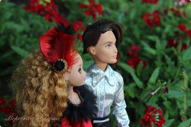 Олег пригласил Надю на свидание  в красивейшее место города. Он давно влюблен в самую приветливую, милосердную и очаровательную девушку Надю. фото 10