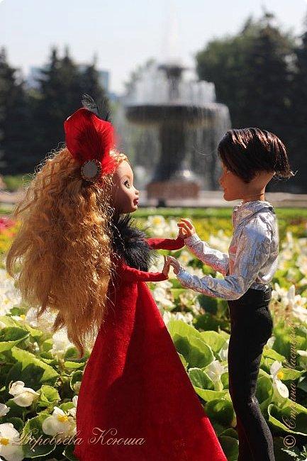 Олег пригласил Надю на свидание  в красивейшее место города. Он давно влюблен в самую приветливую, милосердную и очаровательную девушку Надю. фото 1
