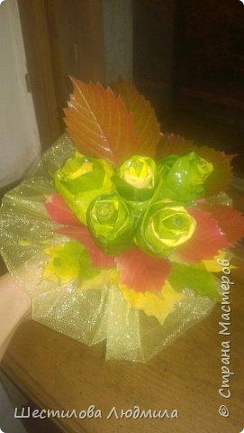 Букетик из кленовых листьев фото 1