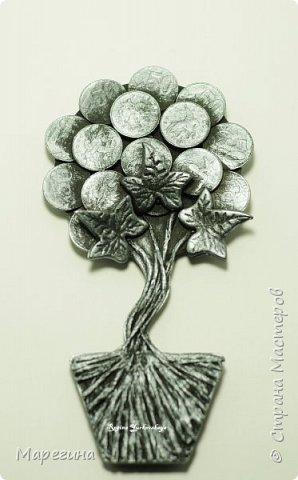 Топиарий-магнит в форме денежного дерева.