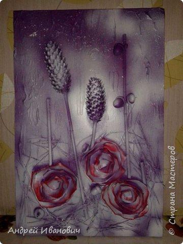 Материалы:фон ДСП,шишки,жёлуди,палочки,иголки  Розы выполнены из кусочков кожзаменителя Покрыто все акриловыми красками и напоследок эмалью из баллончика  фото 1