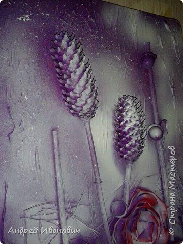 Материалы:фон ДСП,шишки,жёлуди,палочки,иголки  Розы выполнены из кусочков кожзаменителя Покрыто все акриловыми красками и напоследок эмалью из баллончика  фото 4