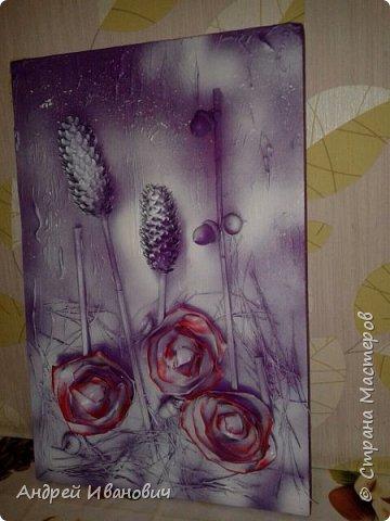 Материалы:фон ДСП,шишки,жёлуди,палочки,иголки  Розы выполнены из кусочков кожзаменителя Покрыто все акриловыми красками и напоследок эмалью из баллончика  фото 5