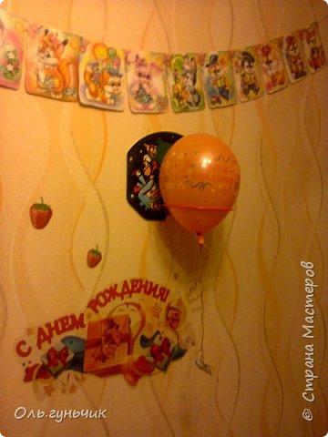 И опять здравствуйте! продолжаю выкладывать наши домашние праздники))) Дни рождения мы всегда очень ждем, ведь с каждым сыном мы отмечаем это день аж по два раза))) Первый это в сам день рождения, тогда мы ищем подарки...и второй, когда отмечаем этот день в детском кругу, с ребятней. Это день рождения старшего сына Вовы. Ночью, пока дети спят украшаю квартиру, очень нравятся многоразовые наклейки с днем рождения, служат уже который год. фото 1