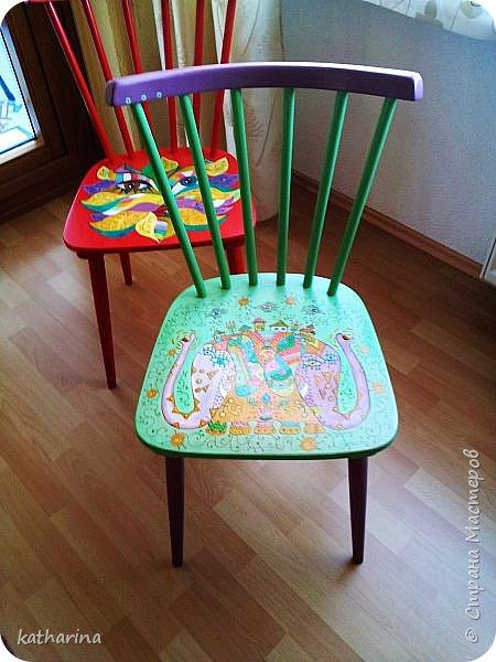 Это стулья 50-х годов. Народ выбрасывает...Я подбираю , шлифую , рисую. фото 4