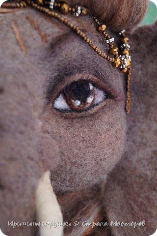 Не показывай Ганеше, насколько велики твои проблемы, лучше покажи своим проблемам насколько велик твой Ганеша. Ганеша, или Ганапати в индуизме бог мудрости и благополучия. Один из наиболее известных и почитаемых во всём мире богов индуистского пантеона. Ганапати — сын Господа Шивы и Парвати. Он помогает преодолевать  и устранять препятствия, гарантирует успех в человеческих делах. Ганеша – бог мудрости и успеха, образования, знания, литературы, искусств.   фото 4
