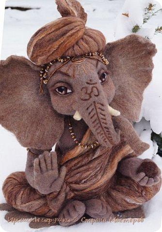 Не показывай Ганеше, насколько велики твои проблемы, лучше покажи своим проблемам насколько велик твой Ганеша. Ганеша, или Ганапати в индуизме бог мудрости и благополучия. Один из наиболее известных и почитаемых во всём мире богов индуистского пантеона. Ганапати — сын Господа Шивы и Парвати. Он помогает преодолевать  и устранять препятствия, гарантирует успех в человеческих делах. Ганеша – бог мудрости и успеха, образования, знания, литературы, искусств.   фото 1