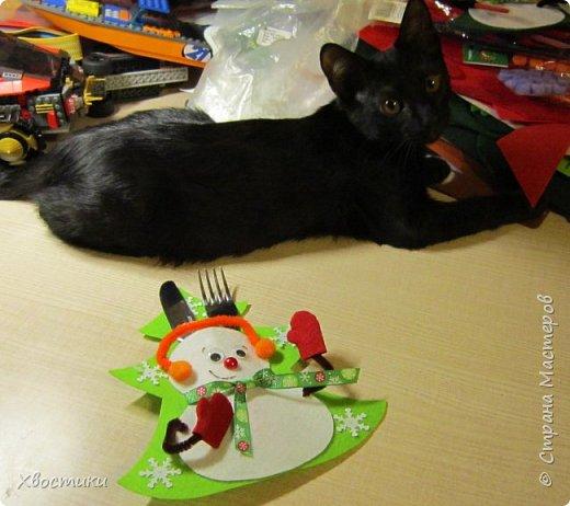 Хочется каждый новый год украсить новыми интерьерными штучками :) Поэтому решила украсить новогодний праздничный стол вот такими весёлыми кармашками для столовых приборов. Делюсь с вами, может, кому-то приглянется тоже. фото 19