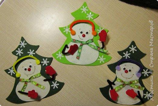 Хочется каждый новый год украсить новыми интерьерными штучками :) Поэтому решила украсить новогодний праздничный стол вот такими весёлыми кармашками для столовых приборов. Делюсь с вами, может, кому-то приглянется тоже. фото 20
