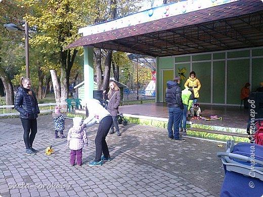 Есть в Краснодаре  замечательное место  - Чистяковская  роща.  Этот забытый  Гулливером зонтик  лежит у входа и ждет своего хозяина.  фото 8