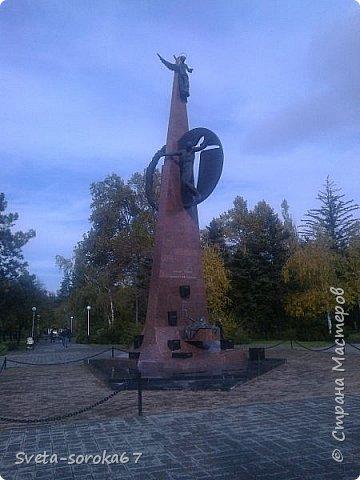 Есть в Краснодаре  замечательное место  - Чистяковская  роща.  Этот забытый  Гулливером зонтик  лежит у входа и ждет своего хозяина.  фото 35