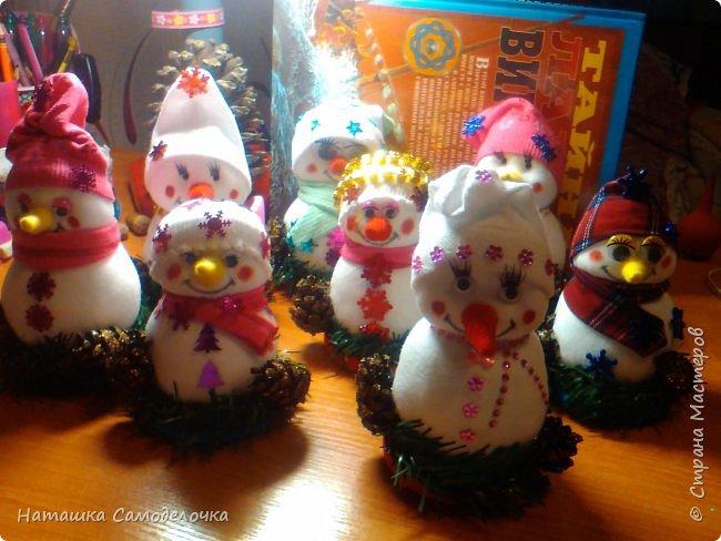 Привет,вот такие получились снеговики, всем хватит)))8 штук.Приятного просмотра. фото 5