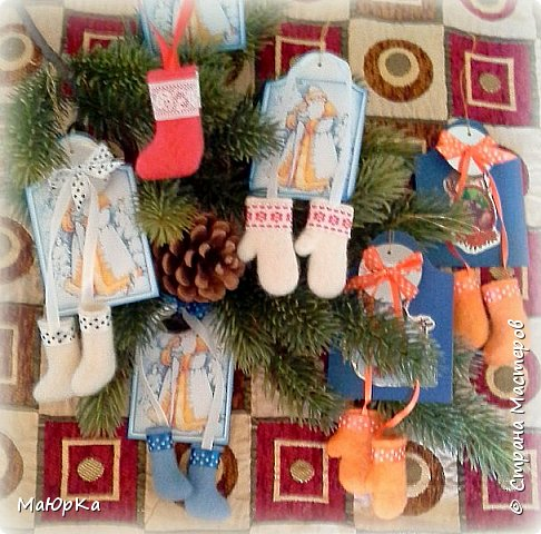 Сувенирные валенки и варежки - маленький, тёплый подарок родным, друзьям, знакомым в новогодние праздники. фото 1