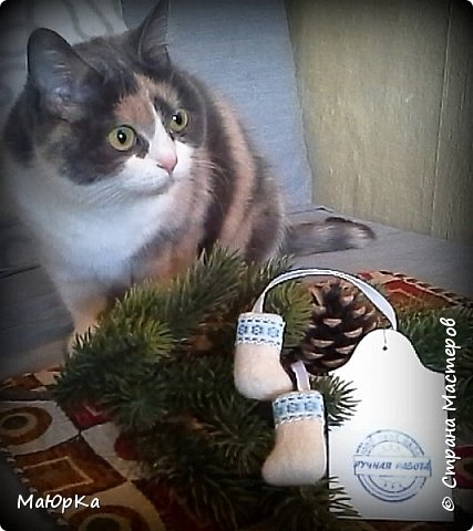 Сувенирные валенки и варежки - маленький, тёплый подарок родным, друзьям, знакомым в новогодние праздники. фото 14