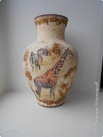 Из старой советской вазы с разбитым горлышком получилась Африка. Разбитое горлышко подкорректировала солёным тестом,отшлифовала наждачкой. По форме ваза, как кувшин и этно-стиль как раз в тему. фото 1
