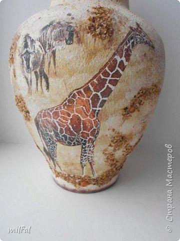 Из старой советской вазы с разбитым горлышком получилась Африка. Разбитое горлышко подкорректировала солёным тестом,отшлифовала наждачкой. По форме ваза, как кувшин и этно-стиль как раз в тему. фото 2