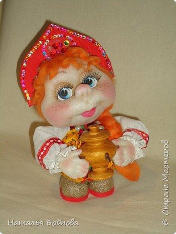 Кукла выполнена по мк  Е.Лаврентьевой.  Высота около 22 см. В руках - деревянный самовар фото 3