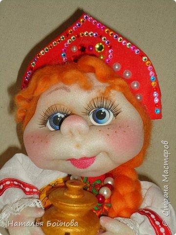 Кукла выполнена по мк  Е.Лаврентьевой.  Высота около 22 см. В руках - деревянный самовар фото 5