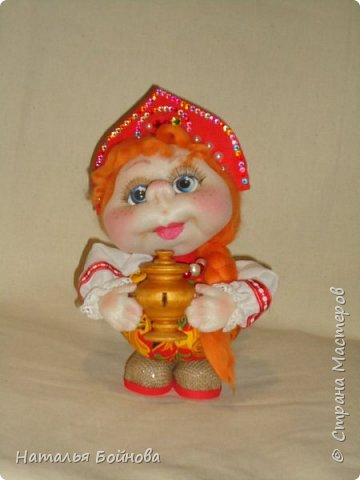 Кукла выполнена по мк  Е.Лаврентьевой.  Высота около 22 см. В руках - деревянный самовар фото 2