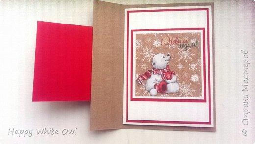 Здравствуйте, дорогие друзья.  Сегодня хочу показать Вам простую новогоднюю открытку. Использовала бумагу от АртУзора Снежные истории. МК здесь https://www.youtube.com/watch?v=2MDJSLk--fY&list=PLw98jevtt7LtPgxEkpOhYuMZBXQkaNe4O&index=14.  Я сделала больше слоев в своей работе, нежели в оригинале, и открытка перестала нормально закрываться, поэтому пришлось придерживать край открытки пальцем. фото 2