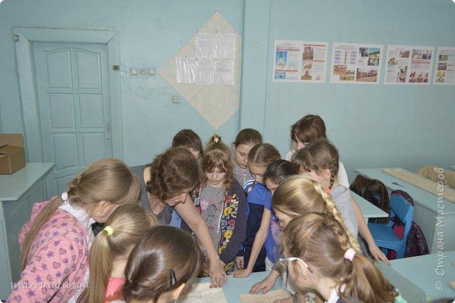 """Здравствуйте! Накануне праздника """"23 февраля"""" мы с девчонками класса, в котором учится мой сын, подготовили для мальчишек оригинальные подарки из полотенец в виде Солдата - будущего защитника Отечества. Мастер-класс проводила в школе. Так как девочек в нашем классе больше, чем мальчиков, некоторые работали парами. фото 6"""
