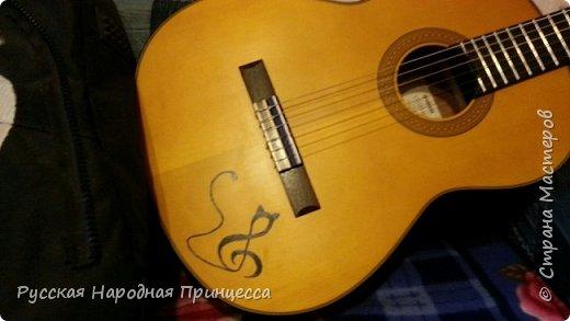Вот такая утонченная кошечка поселилась на моей гитаре)) фото 1