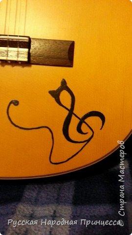 Вот такая утонченная кошечка поселилась на моей гитаре)) фото 2