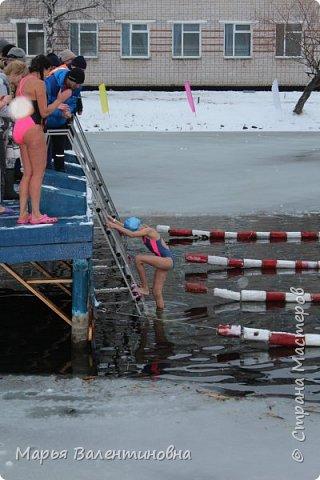 В этом году мы с мужем активно плаваем  с самого лета и.... по сию пору. Ну и тут втянули некоторые личности ( не буду называть их имена)  нас в авантюру-соревнования по зимнему плаванию. фото 13