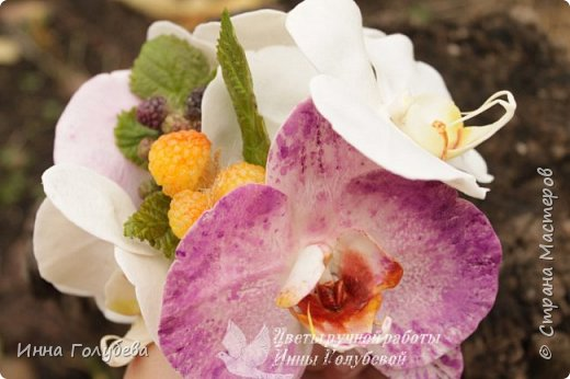 Наконец- то исполнилась моя давняя мечта- освоить фаленопсис! И хоть есть еще над чем работать,но,надеюсь,что я стала намного ближе к цели) Пока налепила цветы,оформлять в ветку буду позже,когда прийдет вайнер листика фаленопсиса. И как всегда,делюсь с вами моим скромным опытом по созданию этого цветочка)  фото 3