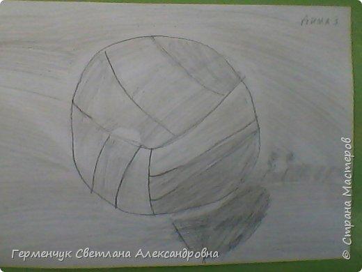 """Работы моих ребят  4 класса по теме урока """"Мяч.Графика"""" У всех получились мячи на 10 баллов! (   оценка знаний в Беларуси- по десятибалльной системе.Жаль ,что по изобразительному искусству учащиеся в начальной школе не оцениваются)  фото 5"""
