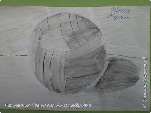 """Работы моих ребят  4 класса по теме урока """"Мяч.Графика"""" У всех получились мячи на 10 баллов! (   оценка знаний в Беларуси- по десятибалльной системе.Жаль ,что по изобразительному искусству учащиеся в начальной школе не оцениваются)  фото 12"""