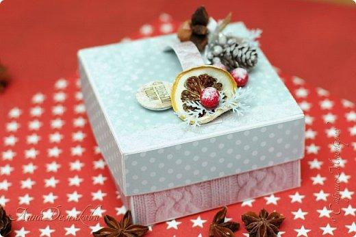 Я продолжаю готовиться к новому году. И сегодня я хочу показать вам подарочную коробочку для ... Ну возможно для ароматных специй. Украсила ее палочкой корицы, звездочкой бадьяна и засушенной долькой лимона.  Коробочка получилась очень ароматная фото 8