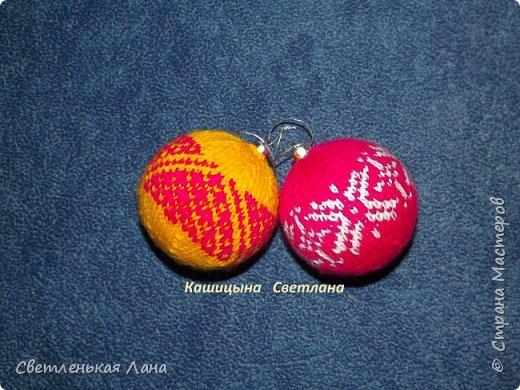 Связались у меня два новогодних шара с жаккардовым узором. В качестве основы новогодние пластиковые шары, диаметром 8 см.  фото 1