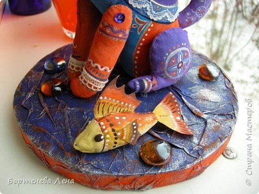 Очередная текстильная кукла. Ткань, ладолл, роспись акрилом, бусины, кружево. фото 2