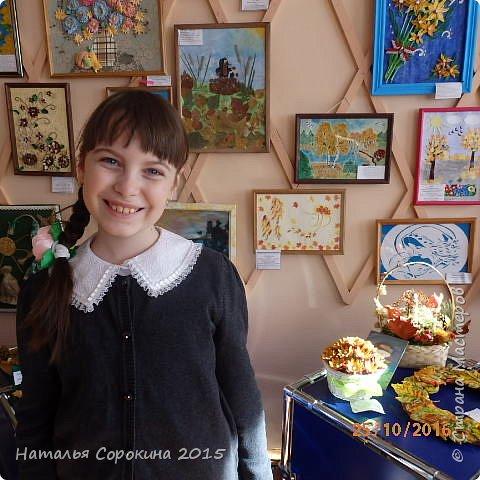 Дополнили рисунок из инета и сделали свою картинку. Девушке на голову одели венок из листьев и цветов из фома. Листочки дырокольные - обновила новый дырокольчик. Вышивку выполнила моя ученица Пестрецова Анастасия - 9 лет. Оформление совместное. фото 3
