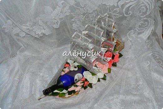 """Вновь очередной корабль""""Нежность"""" отправляется в свое новое и прекрасное плавание по морям  В составе корабля имеется 20 шт конфет трюфель +10 шт конфет марсианка в каждом цветочке 1 бутылочка ароматного черного чая + штурвал - 2 шт шоколадных медалек. фото 10"""