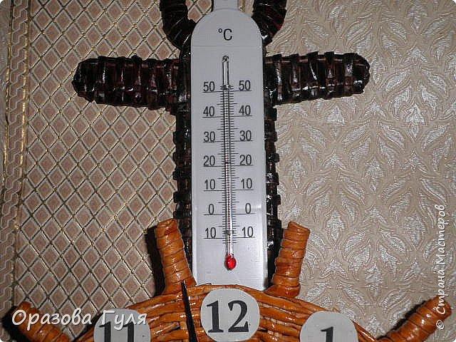 Часы с комнатным термометром и крючками для ключей. фото 13
