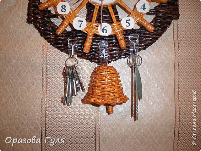 Часы с комнатным термометром и крючками для ключей. фото 15