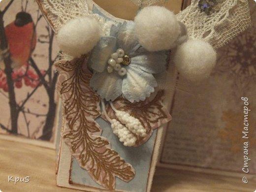 """Добрый вечер жители СМ. Хочу показать Вам свою новую работу. За основу взяла открытку созданную в МК Leya Lee Workshop, но добавила в нее вращающийся элемент, который ранее встречала в альбомах и открытках. К сожалению, не помню как он называется, но, думаю, идея понятна и без названия. За основу взяла акварельную бумагу. Для оформления использовала бумагу Fleur из коллекции """"Зимние Чудеса"""" лист""""Зимнее утро"""". Для украшения использовала кружево, бисер, пайетки, тесьму и сделанные при помощи эмбоссинга веточки. фото 9"""